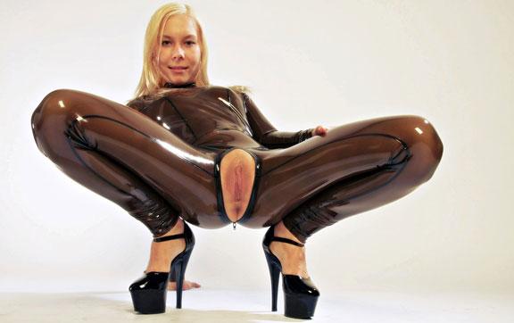 videos-of-girls-in-rubber-panties